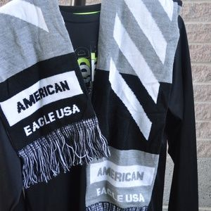 American Eagle scarf- black and white